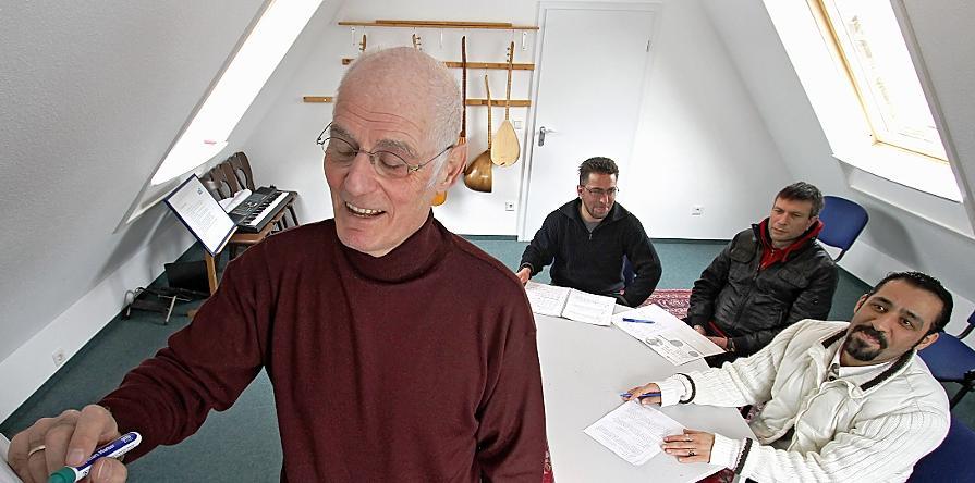 Helmut Heither entschloss sich, mit Beginn seines Ruhestands als Ehrenamtlicher für die Mudra zu arbeiten. Er unterrichtet Drogenabhängige aus dem türkisch-arabischen Kulturkreis.