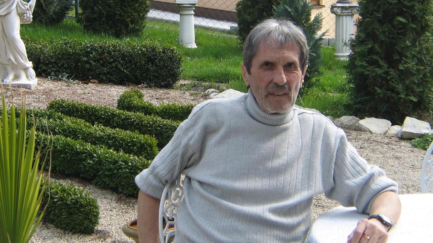 Willi Weglehner in seinem Garten.