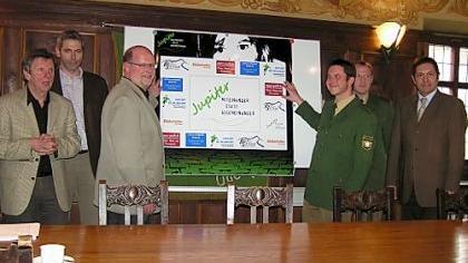Das Projekt Jupiter wurde im Rathaus vorgestellt. Im Hintergrund die von Jörk Kaduk erstellte Internetseite zum Thema «Miteinander statt gegeneinander».