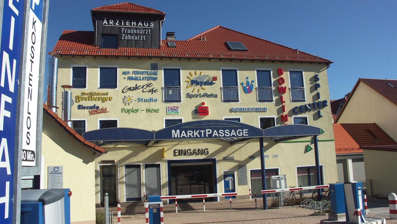 Die Auerbacher Marktpassage bietet von der Alleestraße aus den direkten Zugang zur Innenstadt. Und darüber hinaus 2500 Quadratmeter Gewerbeflächen.