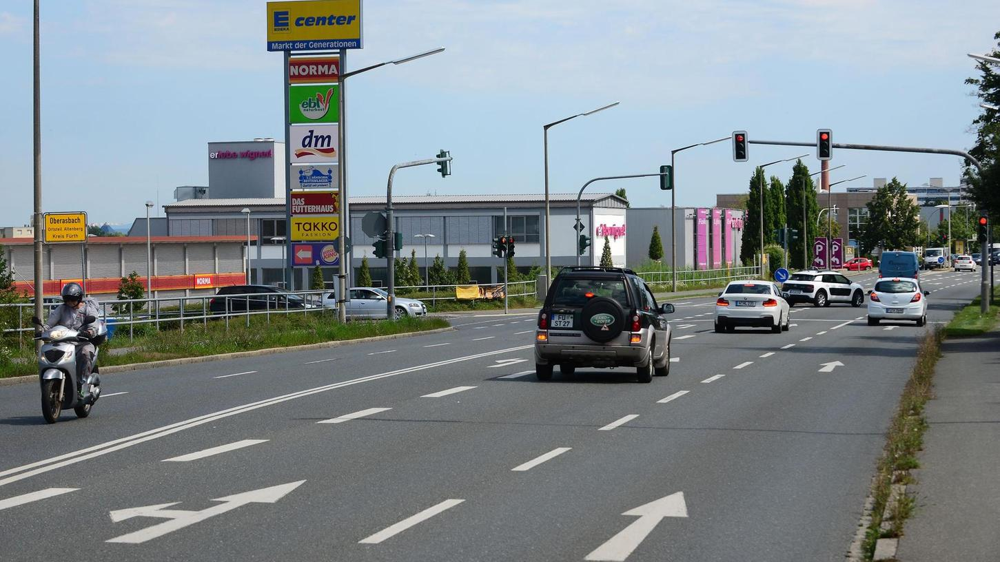 Hier floriert die Wirtschaft: Discounter prägen das Ortsbild an der Rothenburger Straße. Die Großbetriebe heizen den Verkehr auf der Pendlerstrecke zusätzlich an.