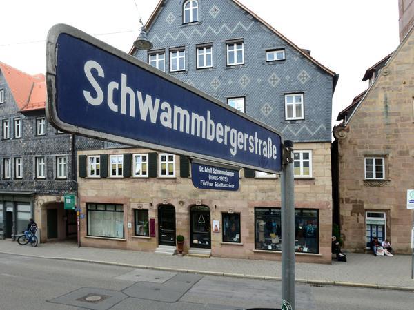 Ein kleines Gässchen, das von der Königstraße abzweigt, ist nach Adolf Schwammberger benannt. Das könnte sich ändern.