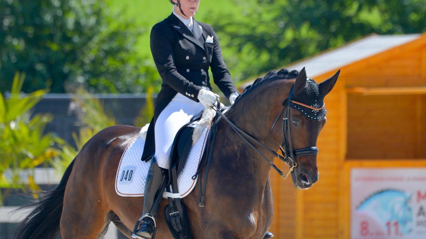 Die 22-jährige Studentin Franziska Hönle und der Westfalenwallach Le Bon Amie gewannen in St. Margareten einen ersten und einen dritten Platz.