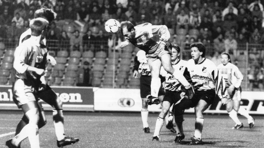 Als Spitzenspiel ließ sich diese Partie nicht bezeichnen, dem Club dürfte das am Ende egal gewesen sein. Das 5:0 gegen den VfB Leipzig stellt einen der höchsten Siege in der Geschichte dar, Kubik, Golke, Sutter, Zarate und Wück waren die Torschützen.