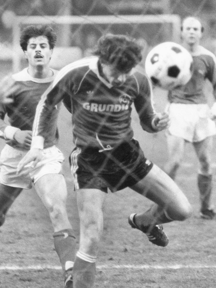 ...und sorgte dort kurz vor Weihnachten (23.12.1979) für Furore. Das 6:0 gegen den FSV Frankfurt war für die 17.000 Zuschauer ein verfrühtes Geschenk - Norbert Schlegel war gleich zweimal erfolgreich.