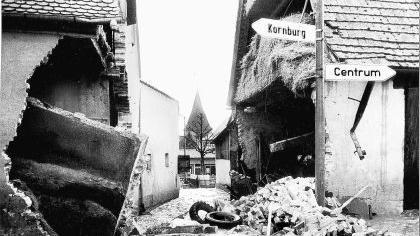 Rund 800 000 Kubikmeter Wasser ergossen sich am 26. März 1979 durch Katzwang. Die zwei Meter hohe Wasserwand riss alles nieder, was sich zwischen Kanalbett und Rednitzgrund befand.