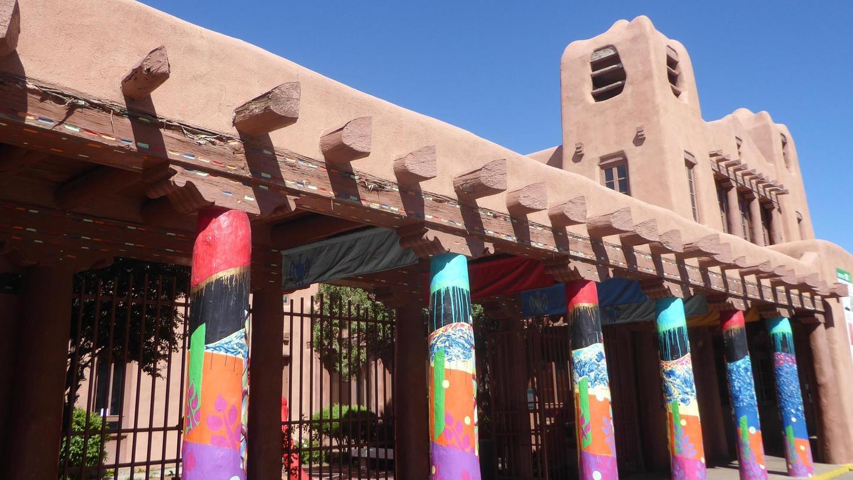 """Ein Lehmhaus für zeitgenössische indianische Kunst: das """"Museum of Contemporary Native Arts"""""""