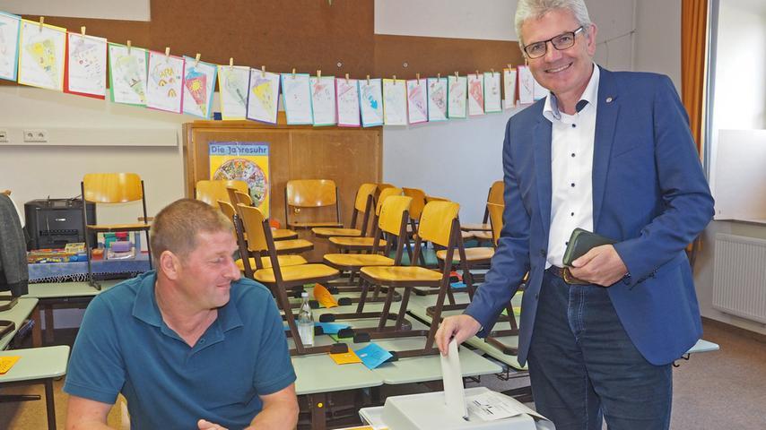 Der Landwirt Artur Auernhammer (rechts im Bild) aus Weißenburg wurde in seinem Wahlkreis, Ansbach, in den Bundestag gewählt. (Klicken Sie hier für mehr Infos zu Artur Auernhammer)