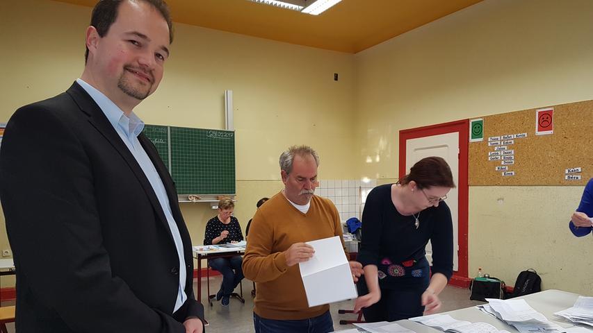 Der Diplom-Kaufmann Martin Johannes Sichert (vorne im Bild) wurde im Wahlkreis Nürnberg-Nord in den Bundestag gewählt.  (Klicken Sie hier für mehr Infos zu Martin Johannes Sichert)
