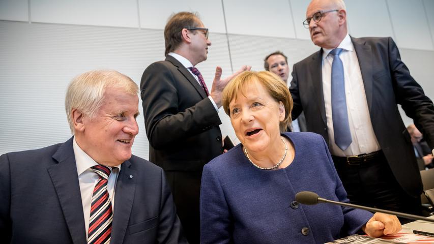 Dass es auch mit dem langjährigen CSU-Chef Horst Seehofer nicht immer ganz einfach war und die beiden nicht immer einer Meinung sind, spiegelt sich in einem Zitat aus dem Jahr 2012 wider. Da sagte die Kanzlerin auf den Bundesinnenminister bezogen: