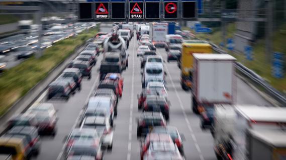 Fünf Unfälle auf A3: 29-jähriger Autofahrer schwer verletzt