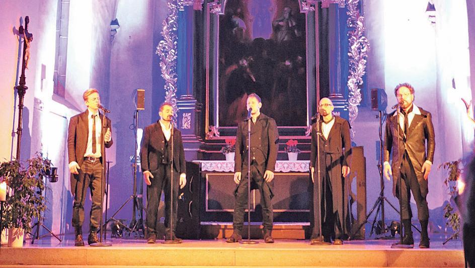 A-cappella-Musik in besonderem Ambiente: Viva Voce begeisterte mit viel Abwechslung aus Klassik, Rock, Pop und Kirchenmusik die Besucher in der Pappenheimer Stadtkirche.