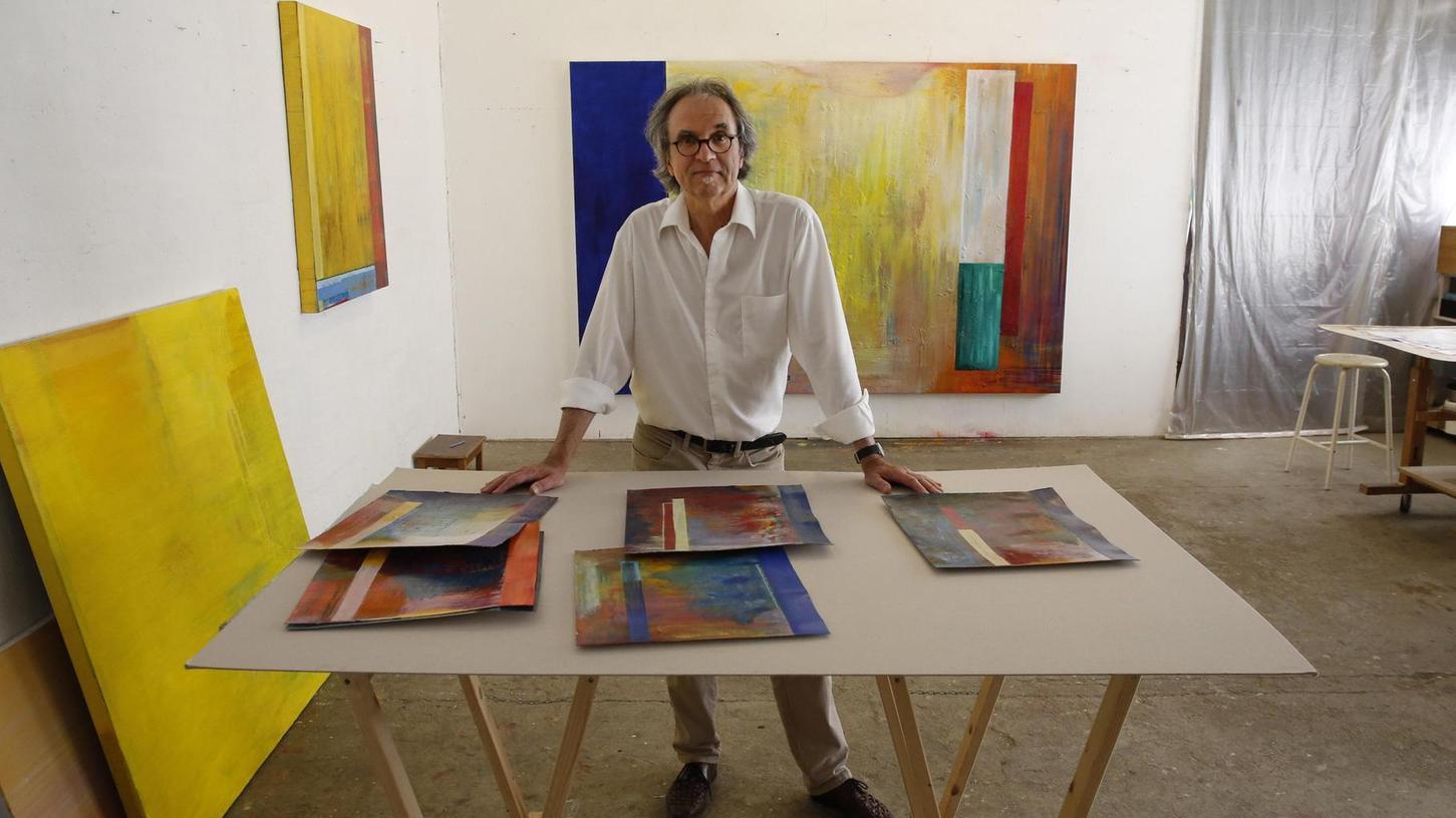 Ein Refugium der Kreativität im Gostenhofer Hinterhof: Der Maler Joachim Kersten in seinem Arbeitsraum in der Mittleren Kanalstraße. Auch er ist bei den Atelier- und Werkstatttagen dabei.