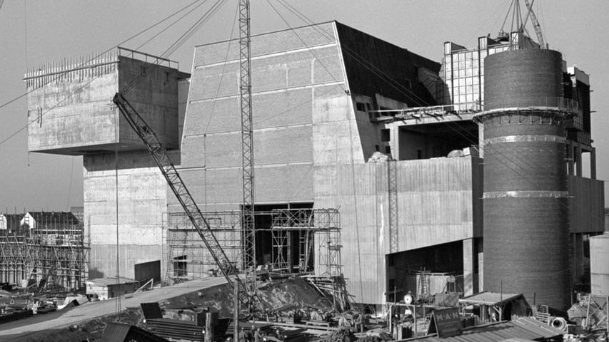 Eine neue Müllverbrennungsanlage für Nürnberg ist fast fertig gestellt. Kostenpunkt 40 Millionen Mark. Hier geht es zum Kalenderblatt vom 11. Oktober 1967: Aus Unrat wird Dampf