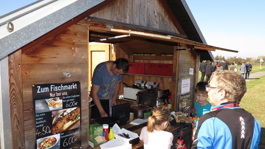 Foto: Wolfgang Dressler; Oktober 2017; AB Motiv: 5. Fischerfest Altmühlsee Seezentrum Wald Essen und Trinken geht immer, das gilt auch für die zwei Tage am Südufer des Altmühlsees