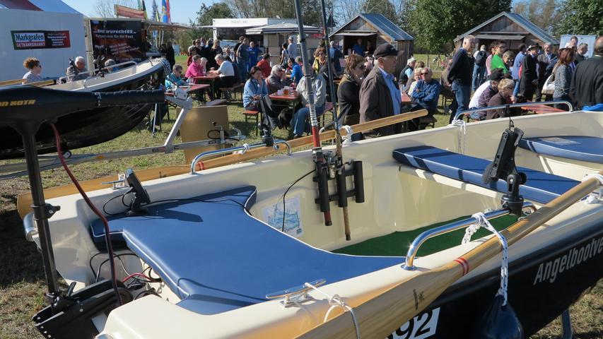 Foto: Wolfgang Dressler; Oktober 2017; AB Motiv: 5. Fischerfest Altmühlsee Seezentrum Wald Auch Boote konnten besichtigt werden