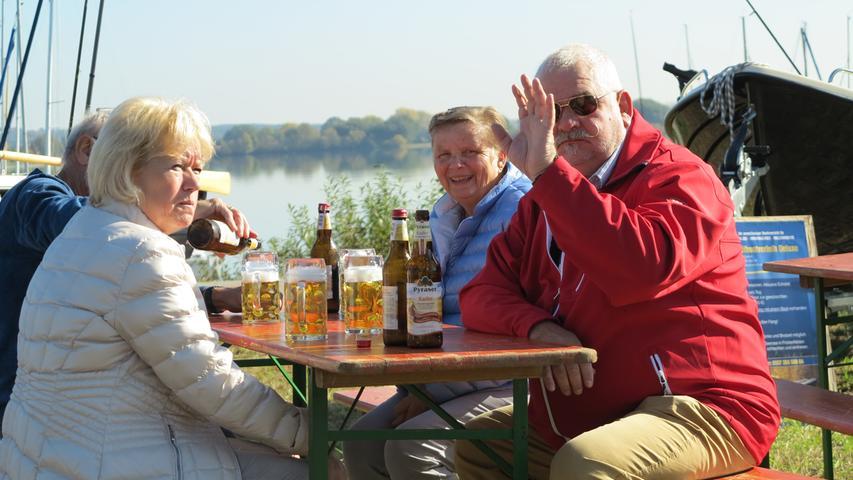 Foto: Wolfgang Dressler; Oktober 2017; AB Motiv: 5. Fischerfest Altmühlsee Seezentrum Wald Besucher am See