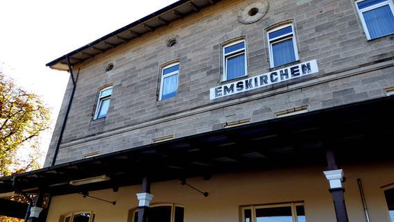 Alter Bahnhof neu genutzt: So feierte Emskirchen