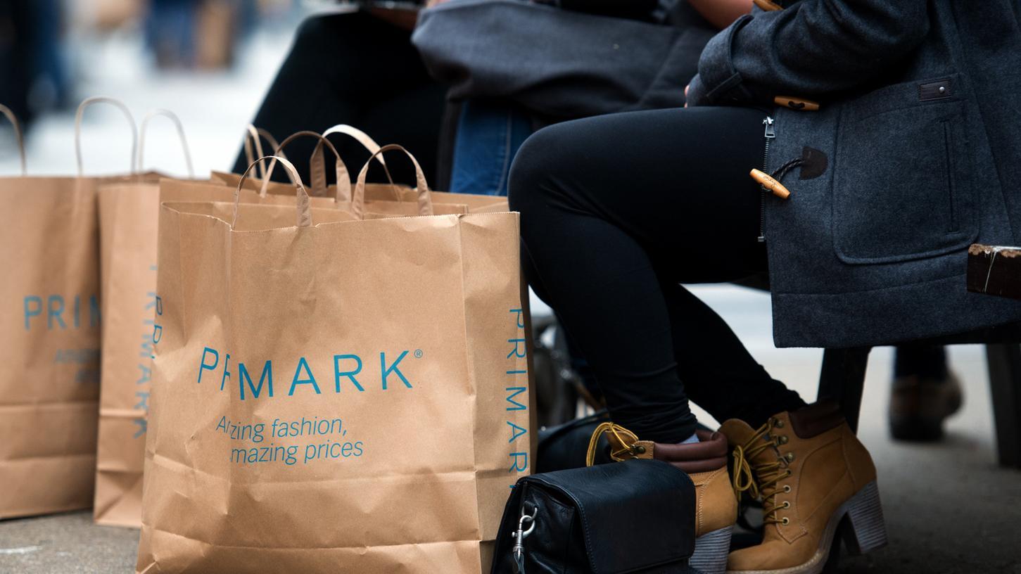 360 Stores betreibt Primark weltweit, 27 davon in Deutschland - einer von ihnen steht im oberbayerischen Ingolstadt. (Symbolbild)