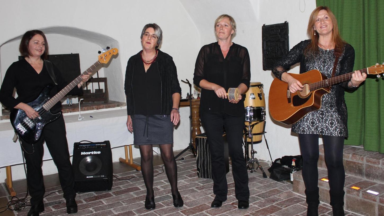 """Heike Gromoll, Barbara Hanus, Diana Franz und Monika Hümmer (von links) von der Band """"Sweet Stuff"""" präsentierten mit erfrischend anders interpretierten Covers und viel Witz und Charme ihr Können."""
