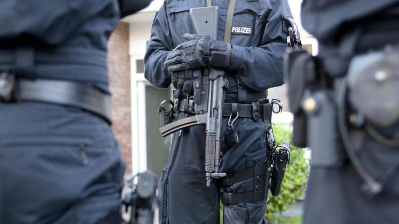 Vergangenen November hatten Spezialeinheiten der Polizei den Hauptangeklagten nach einer Geldübergabe festgenommen.