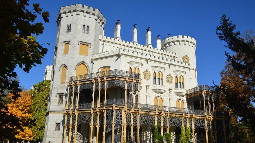 """Schloss Frauenberg, nach dem Vorbild von Schloss Windsor in England von den Schwarzenbergern erbaut, gilt als das """"Neuschwanstein Böhmens""""."""
