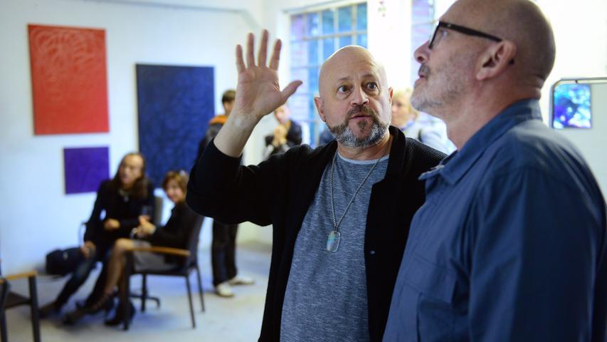 Fürther Künstlerinnen und Künstler luden ein zum Gastpiel 2017 und bekamen jede Menge Besuch. Hier in der Karlstraße 30 bei Klaus Haas (links).