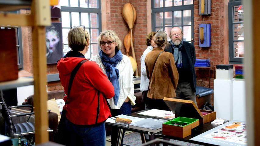 Fürther Künstlerinnen und Künstler luden ein zum Gastpiel 2017 und bekamen jede Menge Besuch. Hier in der Schwabacher Straße 106 bei Josef Hirthammer.