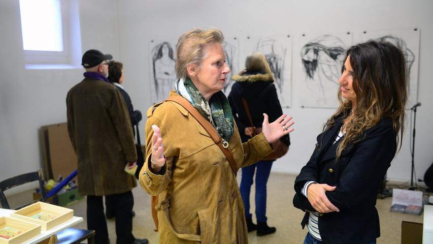 Fürther Künstlerinnen und Künstler luden ein zum Gastpiel 2017 und bekamen jede Menge Besuch. Hier in der Rosenstraße 12 bei Corinna Smok (rechts).