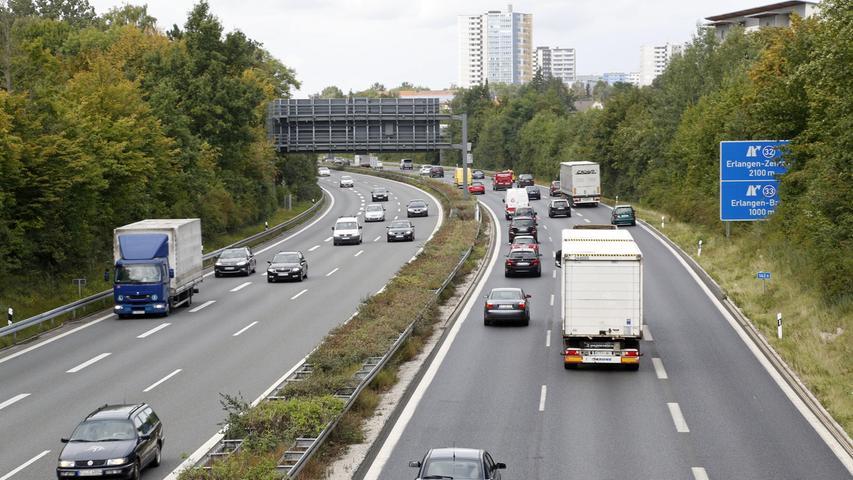 Weiter wird der Plan verfolgt, die A73 zwischen dem Kreuz Fürth/Erlangen und Erlangen-Bruck sechsstreifig auszubauen. Im Gespräch sind dafür sowohl eine Einhausung des Abschnitts als auch die deutlich teurere Tieferlegung der Strecke. Der Bund erstellt gerade eine Kosten-Nutzen-Analyse, um den Jahreswechsel 2020/2021 wird mit dem Ergebnis gerechnet.