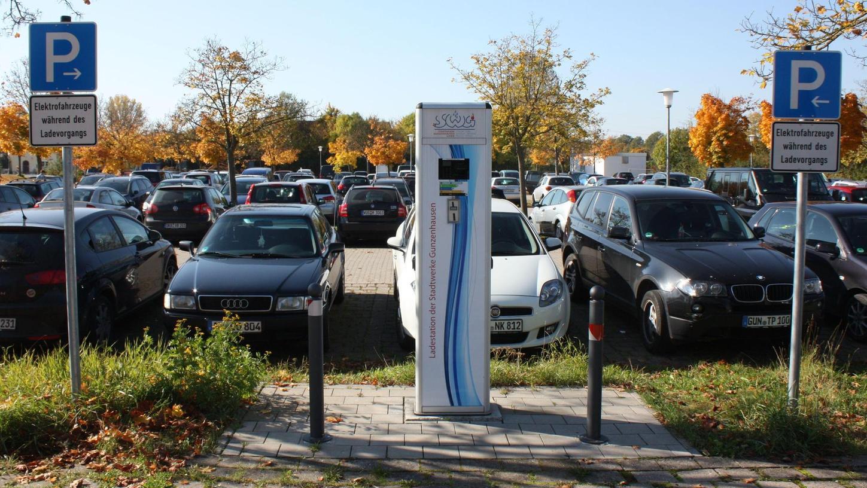 Meistens verwaist ist die Ladesäule der Gunzenhäuser Stadtwerke auf dem Parkplatz Oettinger Straße. Doch eine solche Stromtankstelle ist auch eine Frage des Marketings.