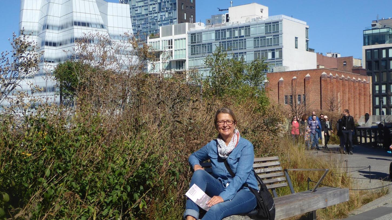 Endlich oder leider am Ziel: Elke Zapf im High Line Park