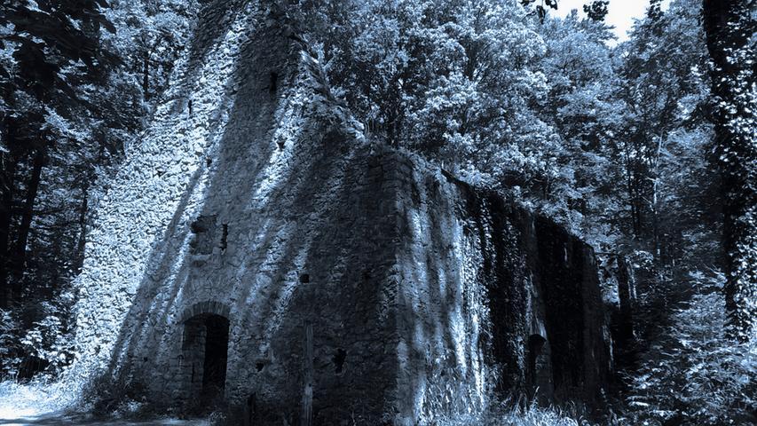 MOTIV: Ruine der St. Ulrichs-Kapelle auf dem Uhlberg bei Treuchtlingen; Mittelfranken....FOTO: Für NN und NZ honorarfrei bei Nennung: Rainer Thiele; ....gesp. 08/15....RTh