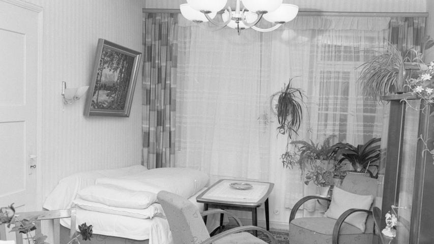Der sowjetische Meisterspion Jewgenewitsch Runge hat möglicherweise in der Nürnberger Spionageaffäre um Hannsheinz Porst und seinen engen Mitarbeiter Alfred Pilny eine bedeutsame Rolle gespielt. In diesem Zimmer im 4. Stock des Hauses Rennweg 59 wohnte Runge im Dezember 1955.  Hier geht es zum Kalenderblatt vom 28. Oktober 1967: Geheimagent Runge wirkte in Nürnberg