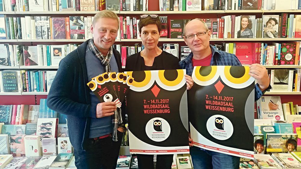Die drei Organisatoren der Bücherschau: Mathias Meyer, Bettina Balz und Paul Theisen (v. li.) haben im Konzept der lokalen Literaturmesse einiges verändert. Höhepunkt wird die Eröffnung am 7. November mit Helge Timmerberg.