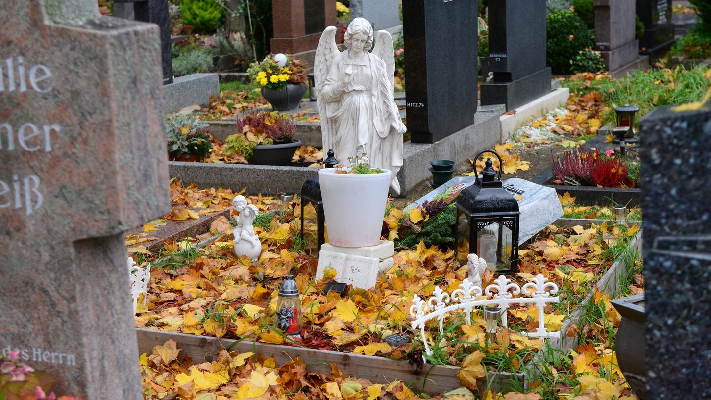 Der Fürther Friedhof ist von Diebstählen in großem Stil betroffen.
