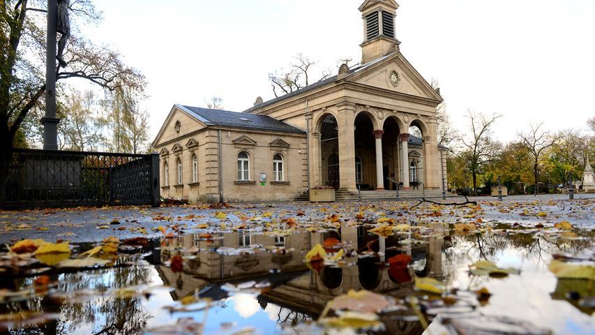 In jedem dritten Septemberwochenende findet der 'Tag des Friedhofs' statt. Es dient sowohl zur Trauerbewältigung, als auch zur Symbolisierung der Grabesstätten. Im Folgenden stellen wir Ihnen eine Auswahl von ganz besonderen Friedhöfen vor.