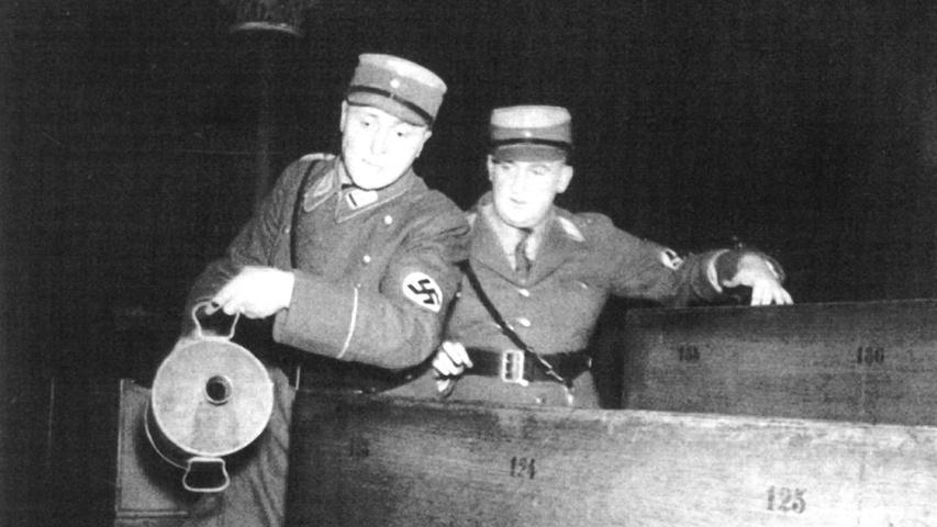 In Nürnberg brannte die Synagoge der orthodoxen Juden in der Essenweinstraße aus. SA-Obergruppenführer Obernitz gab seinen Männern den Befehl, einen Haufen aus zerbrochenen Stühlen und religiösen Gegenständen in der Mitte des Gebäudes zu errichten und zu entzünden. Um das Feuer anzufachen, verteilten die SA-Männer Brandbeschleuniger. Danach...