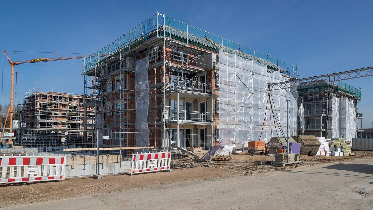 Die Bauarbeiten auf dem Areal der ehemaligen Nibelungen-Kaserne laufen, auch wenn die Staatsanwaltschaft nach wie vor gegen Investor Volker Tretzel ermittelt.