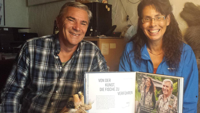 """Peter und Kathi Arent aus dem Neuhauser Ortsteil Finstermühle sind begeisterte Fliegenfischer. Im Buch """"Menschen am Fluss — Eine Reise entlang der Pegnitz"""" wurden sie porträtiert."""