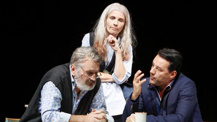 Frank Damerius, Elke Wollmann und Marco Steeger (von links nach rechts) sind prägende Künstler im Schauspielensemble am Richard-Wagner-Platz, doch nur Damerius bleibt den Nürnbergern erhalten.