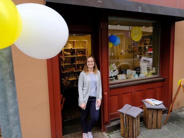 """SamSon..Foto: Guenter Distler..Motiv: Handlettering im Ladenatelier """"Hello Honey"""" von Moira Schweiger; Obere Wörthstraße 18 Nürnberg"""