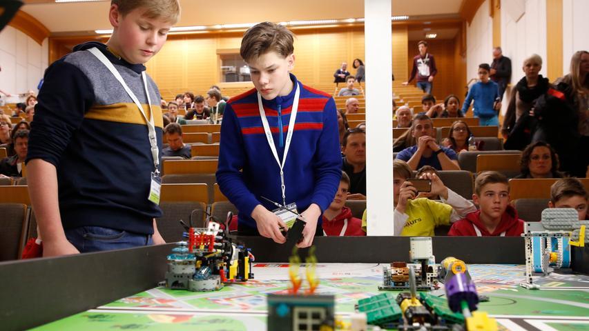 Lego Robot-Game in Nürnberg: Jugendliche zeigen ihre Technikwunder