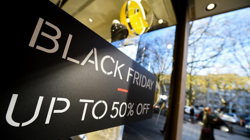 Ursprünglich kommt der Black Friday aus den USA und findet dort immer am Tag nach Thanksgiving statt. Weil die Amerikaner ihr Erntedankfest traditionell am letzten Donnerstag im November feiern, findet der Black Friday demnach immer am letzten Freitag im November statt. Dieses Jahr ist der Termin am 27. November.