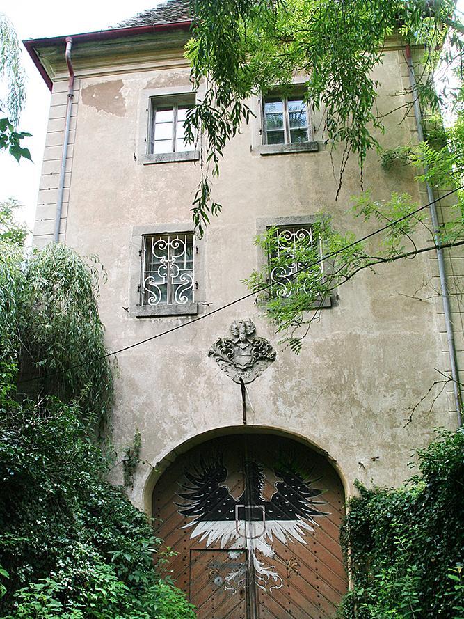 Ein Gutachten hat der Schlossanlage zuletzt einen Wert von gerade noch 110 000 Euro bescheinigt.