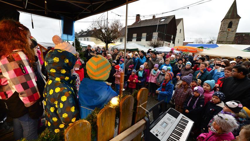 Großer Andrang: Tausende Besucher beim Queckenmarkt in Eltersdorf