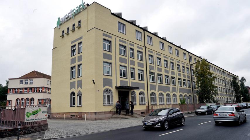 Das Jenaplan-Gymnasium in der Herderstraße in Schniegling ist ein privates, staatlich genehmigtes Gymnasium, das nach einem Pädagogik-Konzept von Peter Petersen unterrichtet.  Zur Homepage des Jenaplan-Gymnasiums.