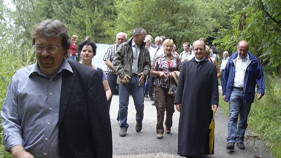 Bei der Vorstellung des neuen Wanderführers in der Region um Plankstetten wurden die Wanderschuhe geschnürt.