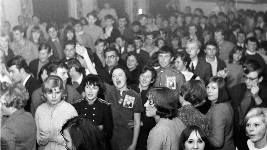 Nicht weniger als zehn Kapellen aus der gesamten Region nahmen vor 50 Jahren an einem Beat-Wettbewerb im Saalbau Ströber in Kaltenthal teil. Den Sieg trug dabei die legendäre Gruppe
