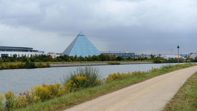 Als Alternative zu bestehenden Routen bietet sich nach Ansicht des Allgemeinen Deutschen Fahrradclubs der Weg am Ufer des Main-Donau-Kanals an. Bei der Pyramide wäre jedoch eine Brücke erforderlich.